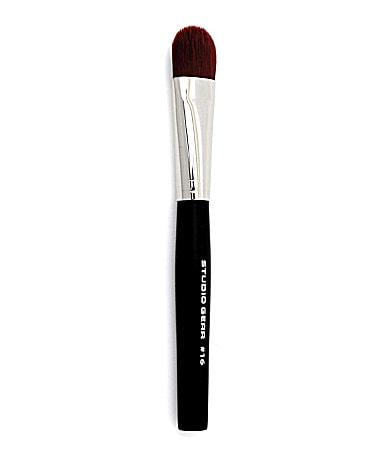 Studio Gear #16 Foundation Brush