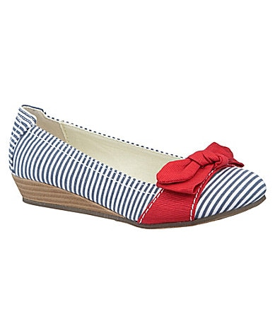 Kenneth Cole Reaction Girls Dressed to Still Canvas Wedges