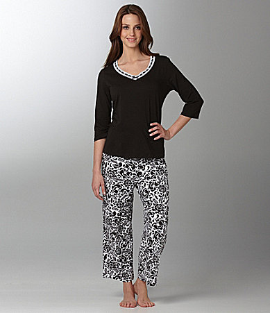 Sleep Sense Woman V-Neck Top & Floral Print Capris