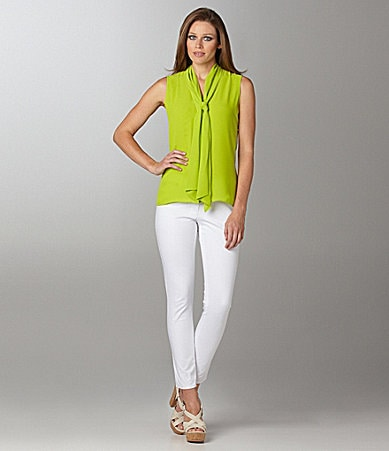 Vince Camuto Sleevless Bow Blouse & Signature Skinny Jeans
