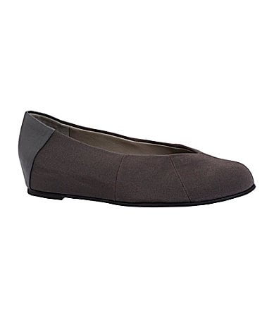 Eileen Fisher Quilt Pointed-Toe Flats