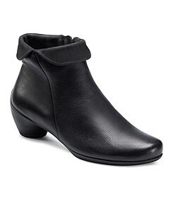 ECCO Women�s Sculptured Folded Zip Booties