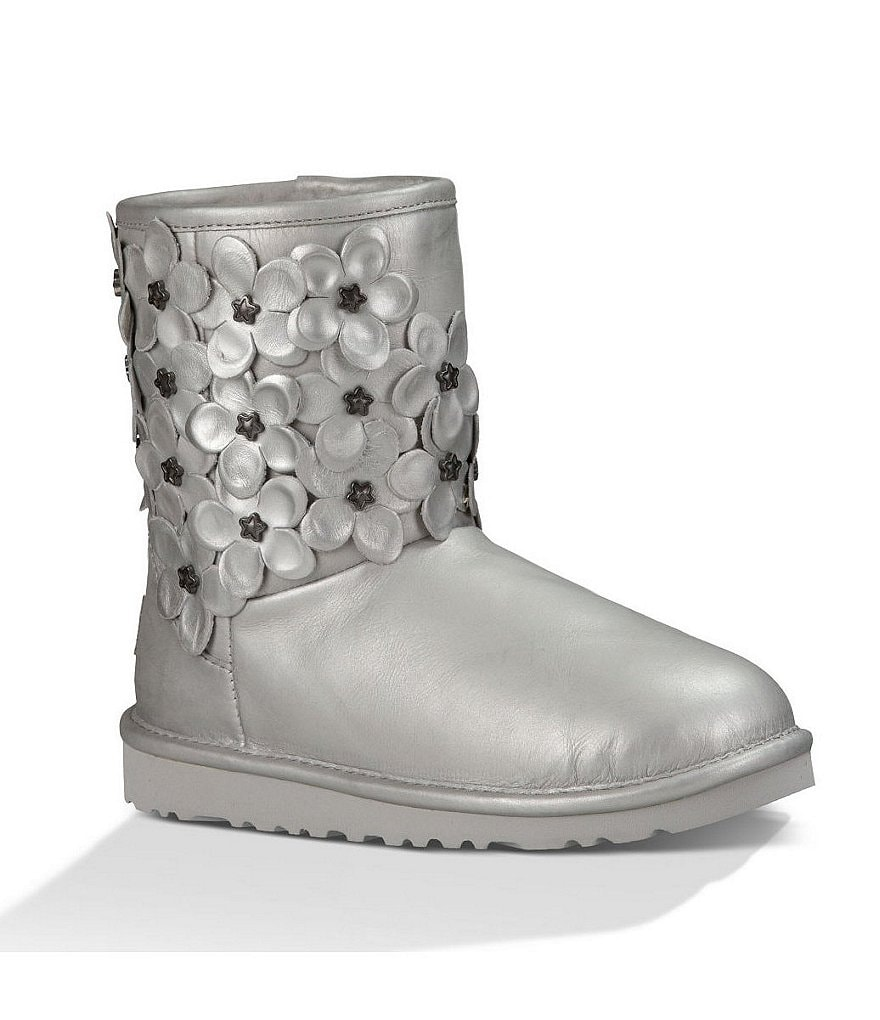 UGG® Girls´ Classic Metallic Leather Short Floral Boots