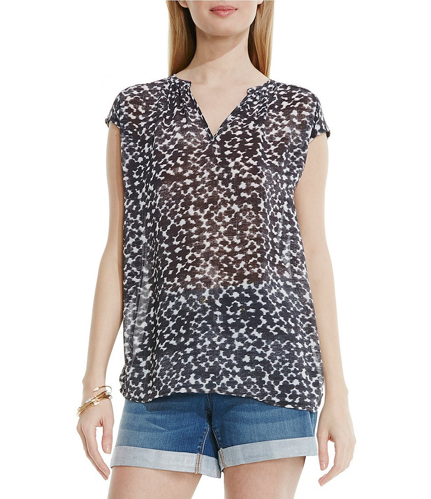 Two by Vince Camuto Swept Daubs Swing Blouse