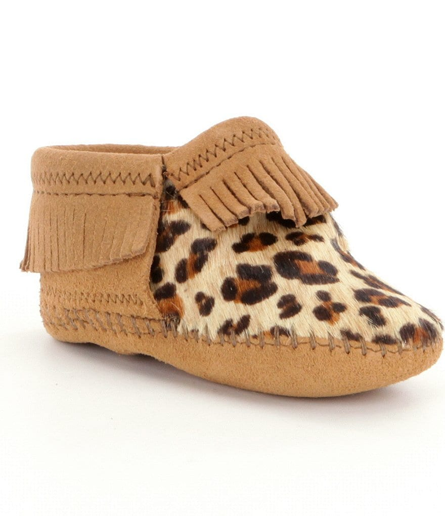 Minnetonka Girls´ Riley Fringe Leopard-Print Suede Crib Shoes