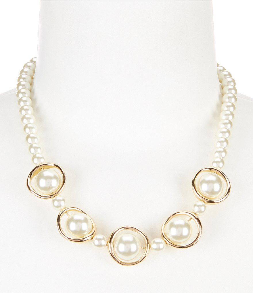 Dillard´s Tailored Orbital Pearl Collar Necklace