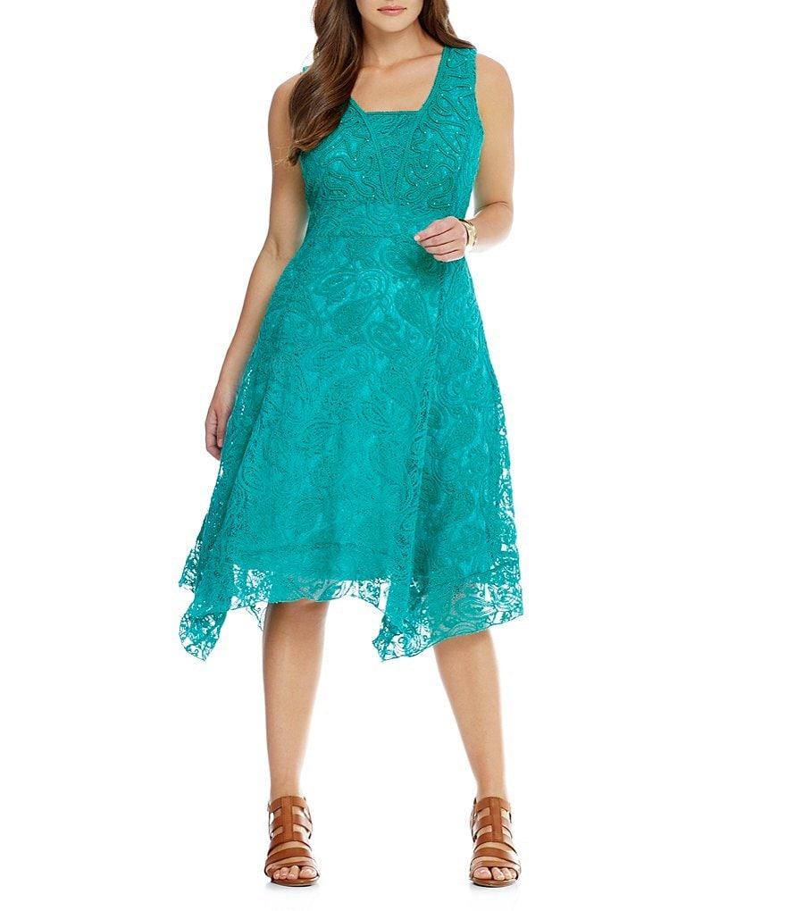 Reba Plus Tiered Hem Lace Dress