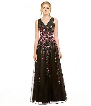 Kay Unger V-Neck Sleeveless Floral Applique Tulle Ballgown