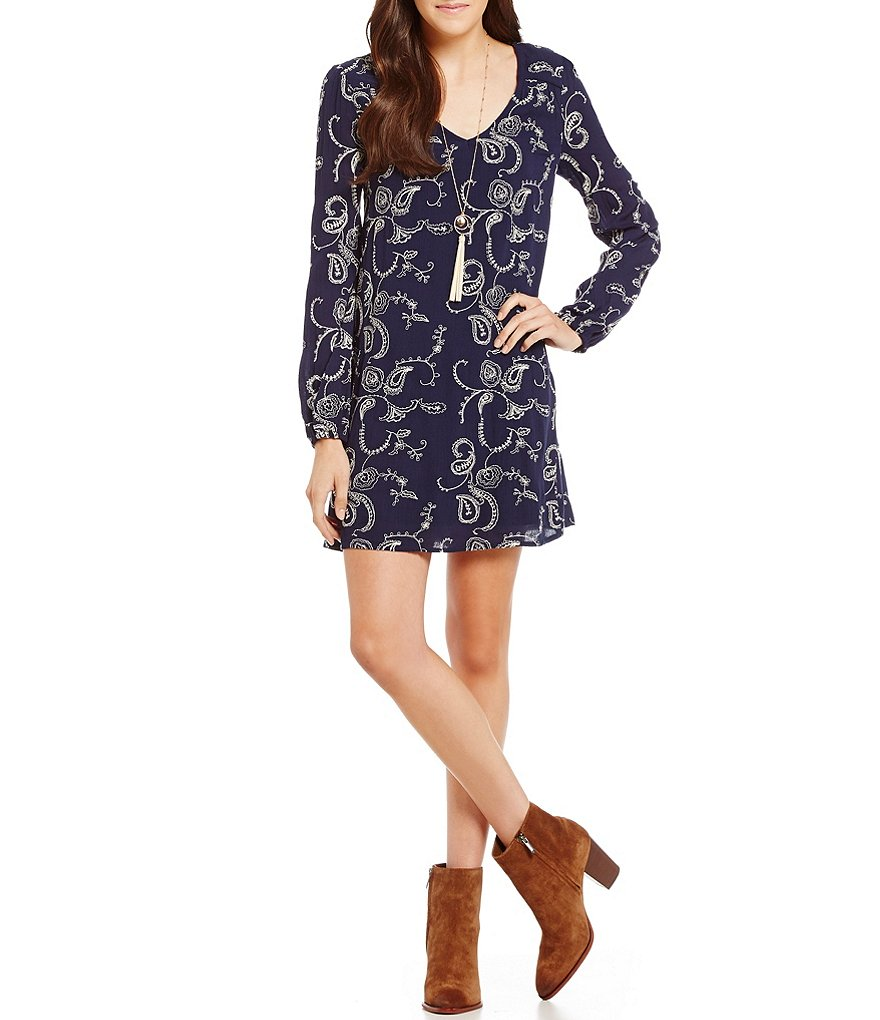 Soprano Embroidered V-Neck Long-Sleeve Shift Dress