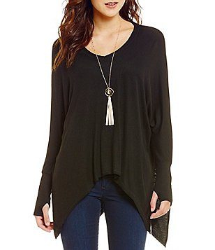 ELAN Sharkbite Thumbhole Sleeve Top