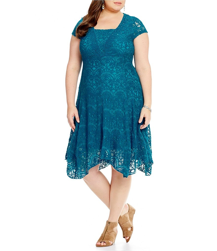 Reba Plus Tiered Hem V-Neck Soutache Lace Dress