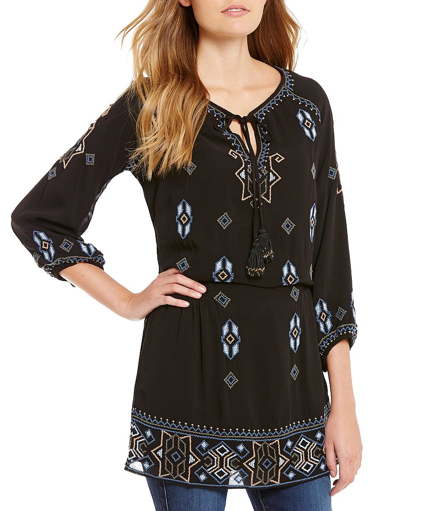 Tolani Celeste V-Neck 3/4 Sleeve Embroidered Tunic