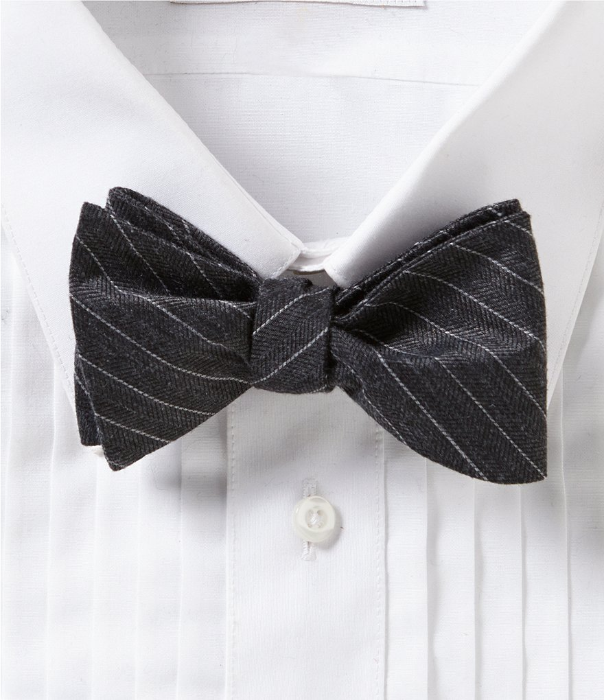 Cremieux Simple Line Bow Tie