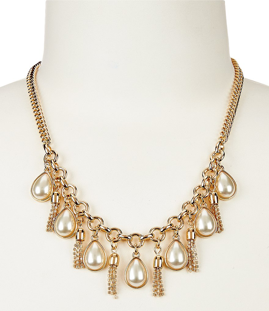 Dillard´s Tailored Teardrop Tassel Collar Necklace