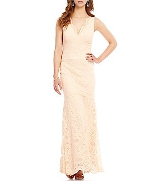 Nicole Miller New York V-Neck Sleeveless Scalloped Lace Gown