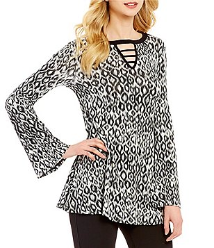 Bobeau Keyhole Cut-Out Neck Long Bell Sleeve Printed Tunic