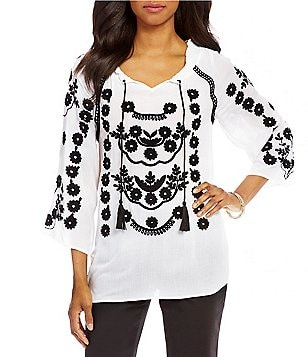 Intro Split V-Neck 3/4 Sleeve Embroidered Peasant Top