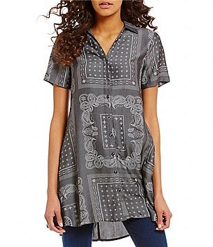 Chelsea & Theodore V-Neck Short Sleeve Button Front Printed Tunic