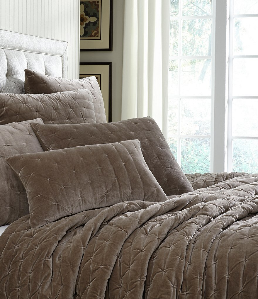 Villa by Noble Excellence Sonnet Velvet Quilt