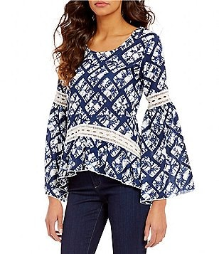 Chelsea & Theodore Scoop Neck Bell Sleeve Lace Detail Printed Blouse