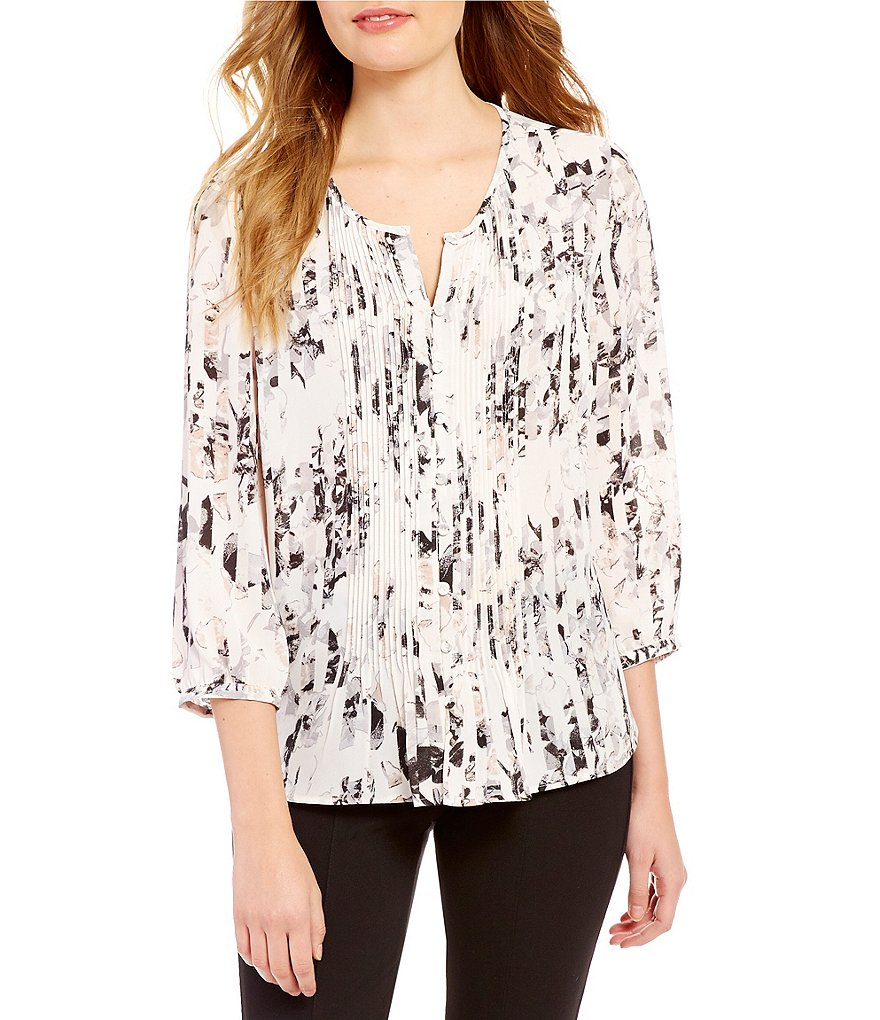 Gibson & Latimer Split Neck 3/4 Sleeve Floral Pleated Blouse