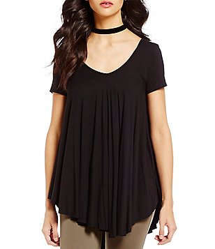 Soprano V-Neck Pointed-Hem Swing Short-Sleeve Top