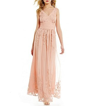 Jessica Howard Embroidered Mesh V-Neck Sleeveless Shirred Waist Gown