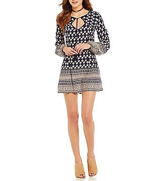 Band Of Gypsies Keyhole Neck Long Sleeve Border Print Shift Dress