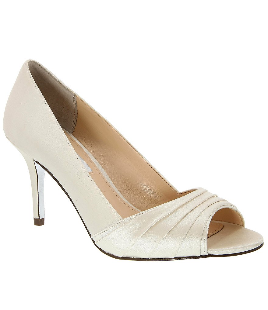 Nina Vesta Pumps