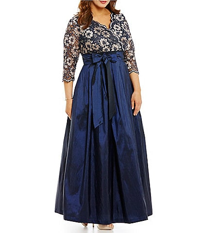 Jessica Howard Plus V-Neck 3/4 Sleeve Lace A-Line Ballgown