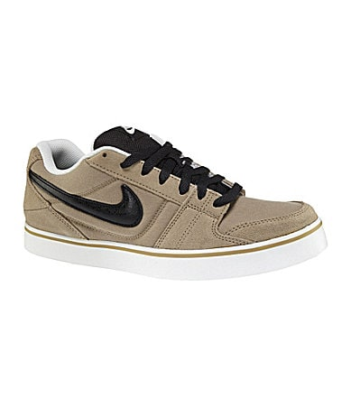Nike Men�s Ruckus Low Casual Sneakers