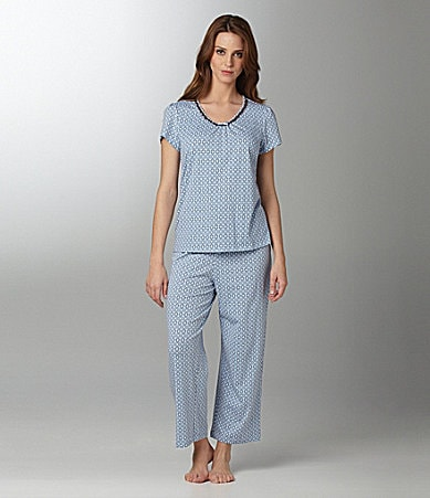 Sleep Sense Woman Geo Print V-Neck Top & Capris