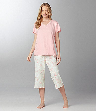 Sleep Sense Woman V-Neck Tee & Floral Capris