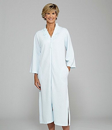 Miss Elaine Long Sleeve Quilted Zip Front Robe