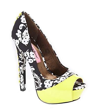 Betsey Johnson Vollume Pumps