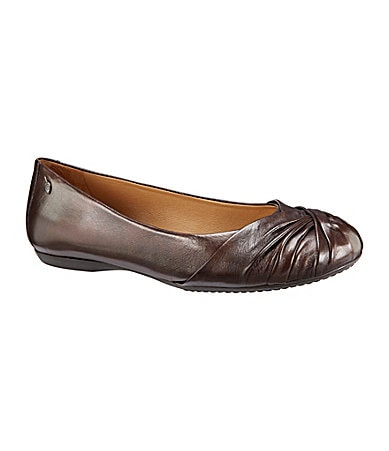 Nurture Pepper Pleated-Toe Flats