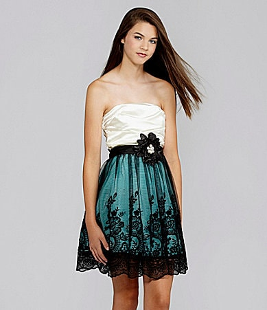 Extraordinary Strapless Lace Dress
