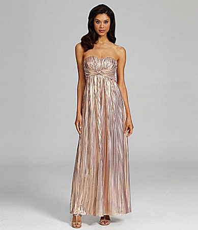Jessica Simpson Metallic Sweetheartneck Gown
