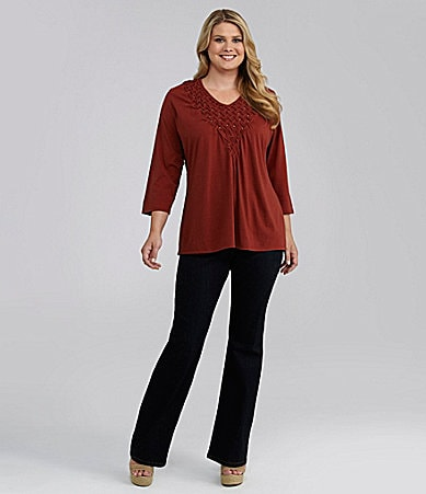Reba Woman 3/4-Sleeve V-Neck Top & Stretch Denim Pants