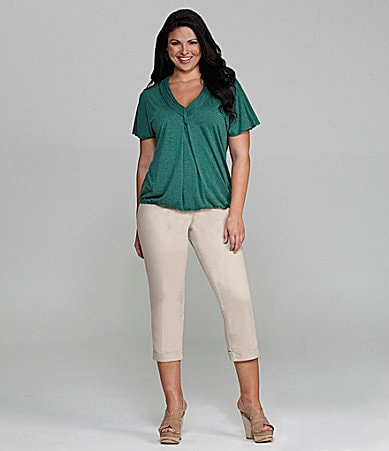 M.S.S.P. Woman V-Neck Knit Top & Slim-Leg Cuffed Cropped Pants