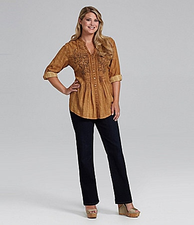 Reba Woman Embroidered Pintuck Shirt & Embroidered Pintuck Shirt