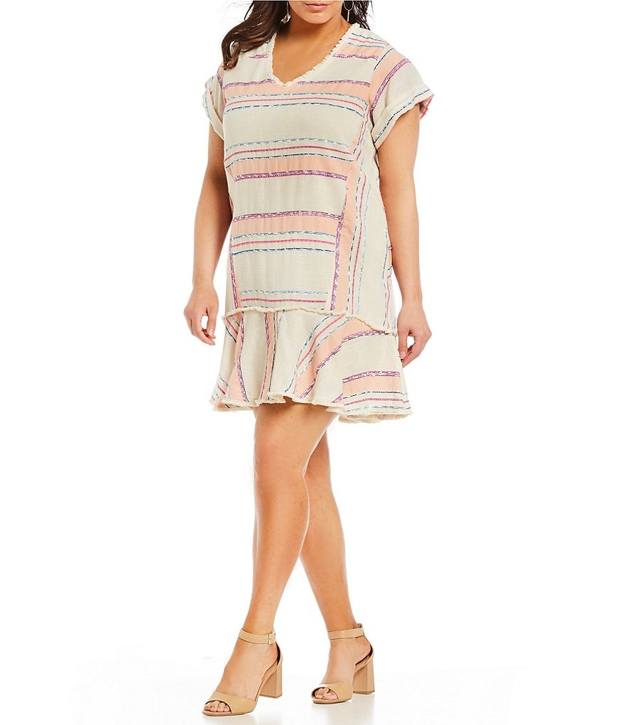 Chelsea & Theodore Plus Short Sleeve V-Neck Tunic Dress