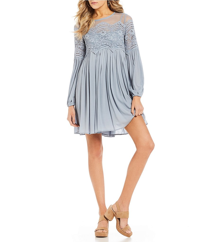 Coco + Jaimeson Scalloped Lace Trim Dress