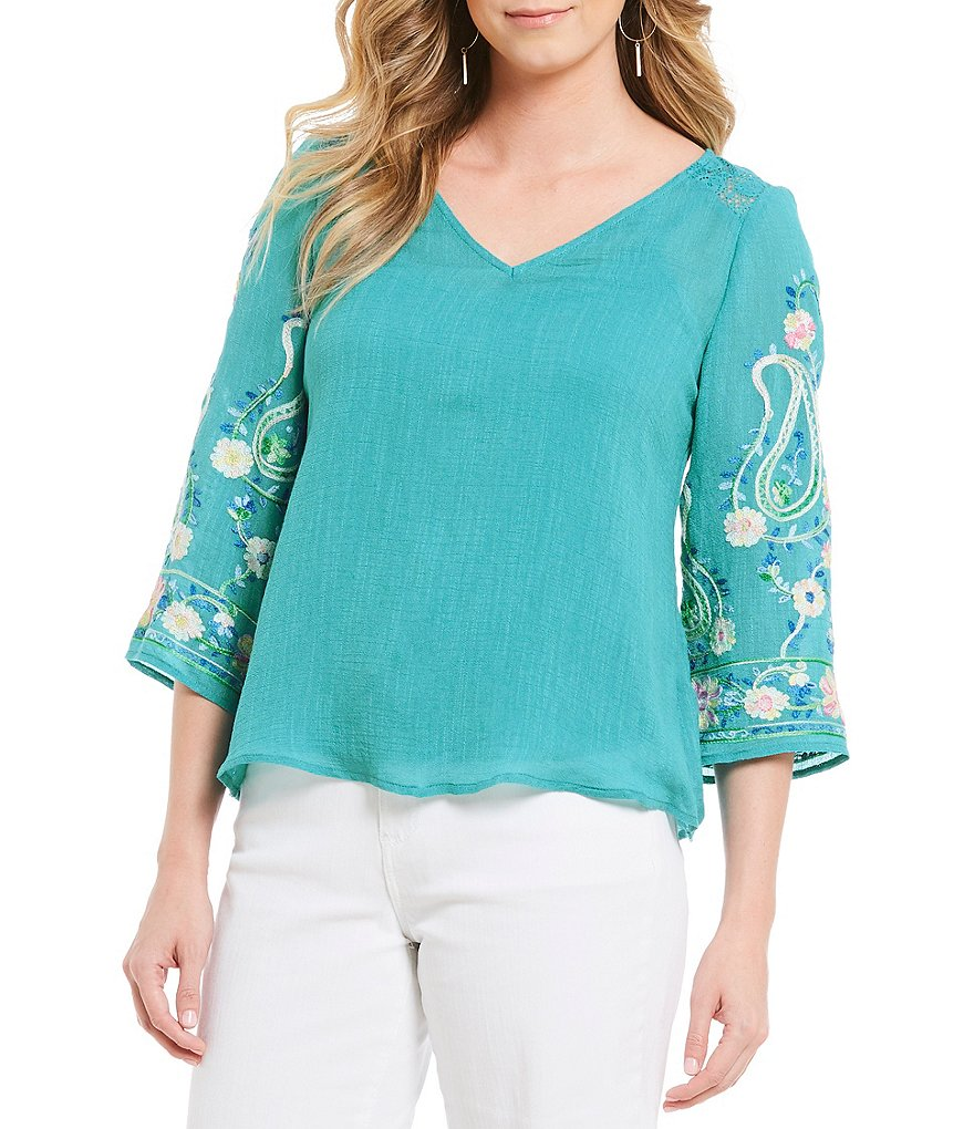 Figueroa & Flower Petite Size Embroidered Sleeve Top