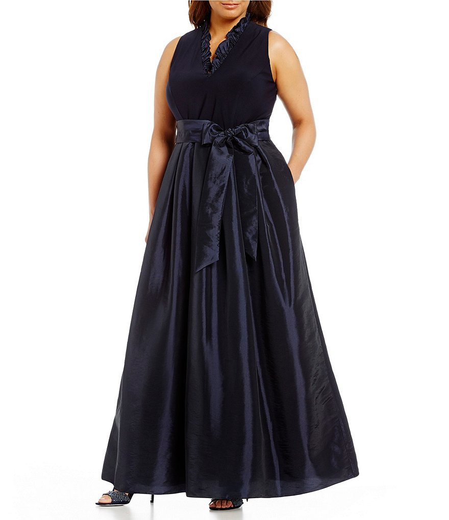 Jessica Howard Plus Ruffle V-Neck Ballgown