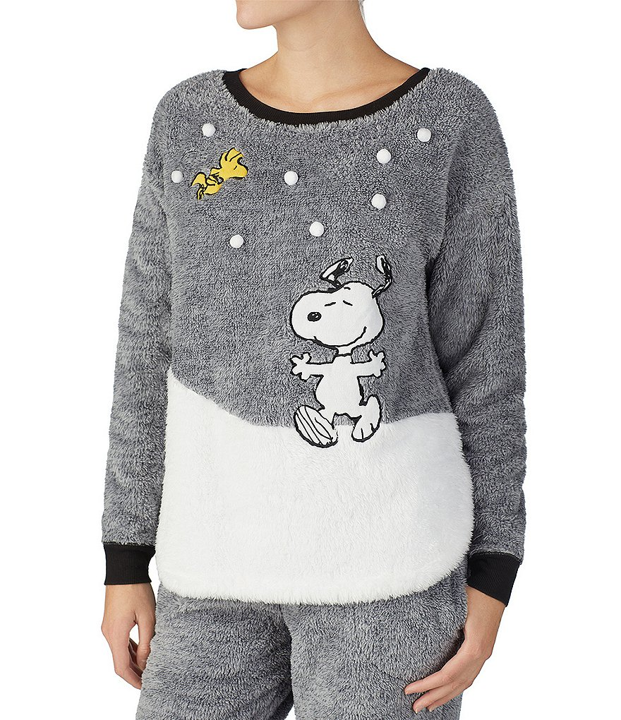 Peanuts Snoopy & Woodstock Snow Day Appliqued Marled Plush Sleep Top