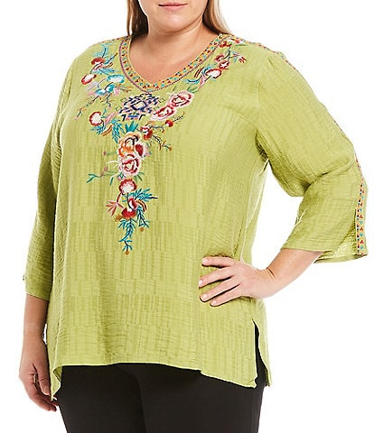 Calessa Plus Size Floral Embroidery Crinkle Woven V-Neck 3/4 Sleeve Tunic