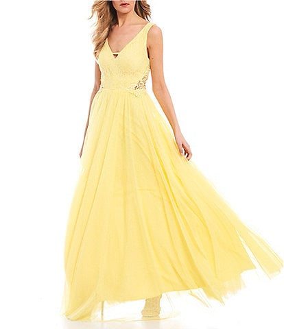 City Vibe Sleeveless Lace Bodice Side-Crochet Ball Gown