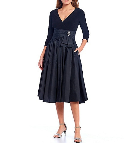 Jessica Howard 3/4 Sleeve V-Neck Pleased Waist Dress
