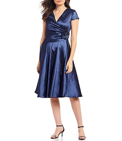 Jessica Howard Stretch Taffeta V-Neck Pleated A-Line Midi Dress